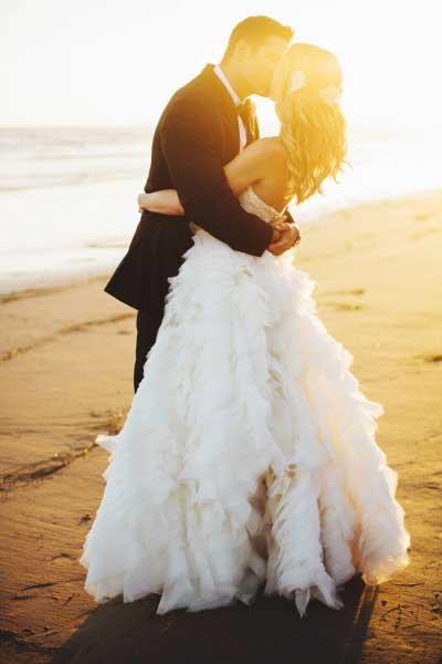 Bruiloft Inspiratie bruidspaar aan het strand