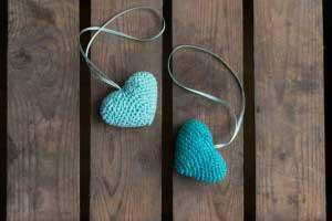 Blauwe gehaakte hartjes