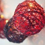 Lichtjesslinger als decoratie op een bruiloft