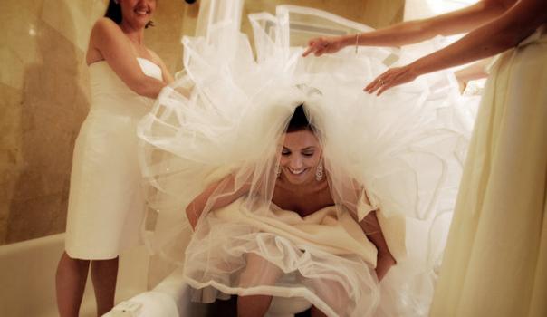 Bruid op toilet