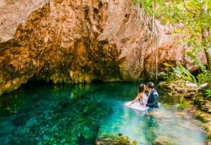 Prachtige trouwfoto´s van bruidspaar in het water