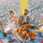 Bruiloft gasten op het strand