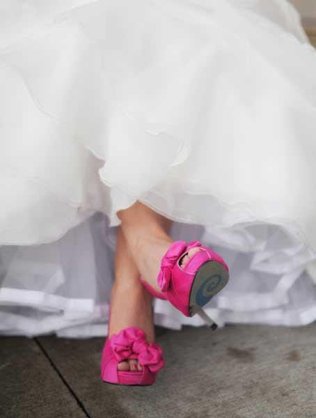 Fuchsia gekleurde trouwschoenen
