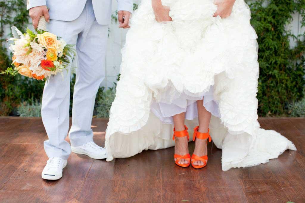 Oranje gekleurde bruidsschoenen