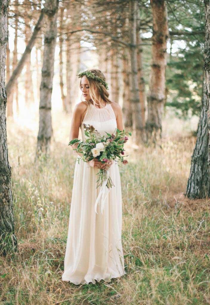 Bohemian bruid met boeket