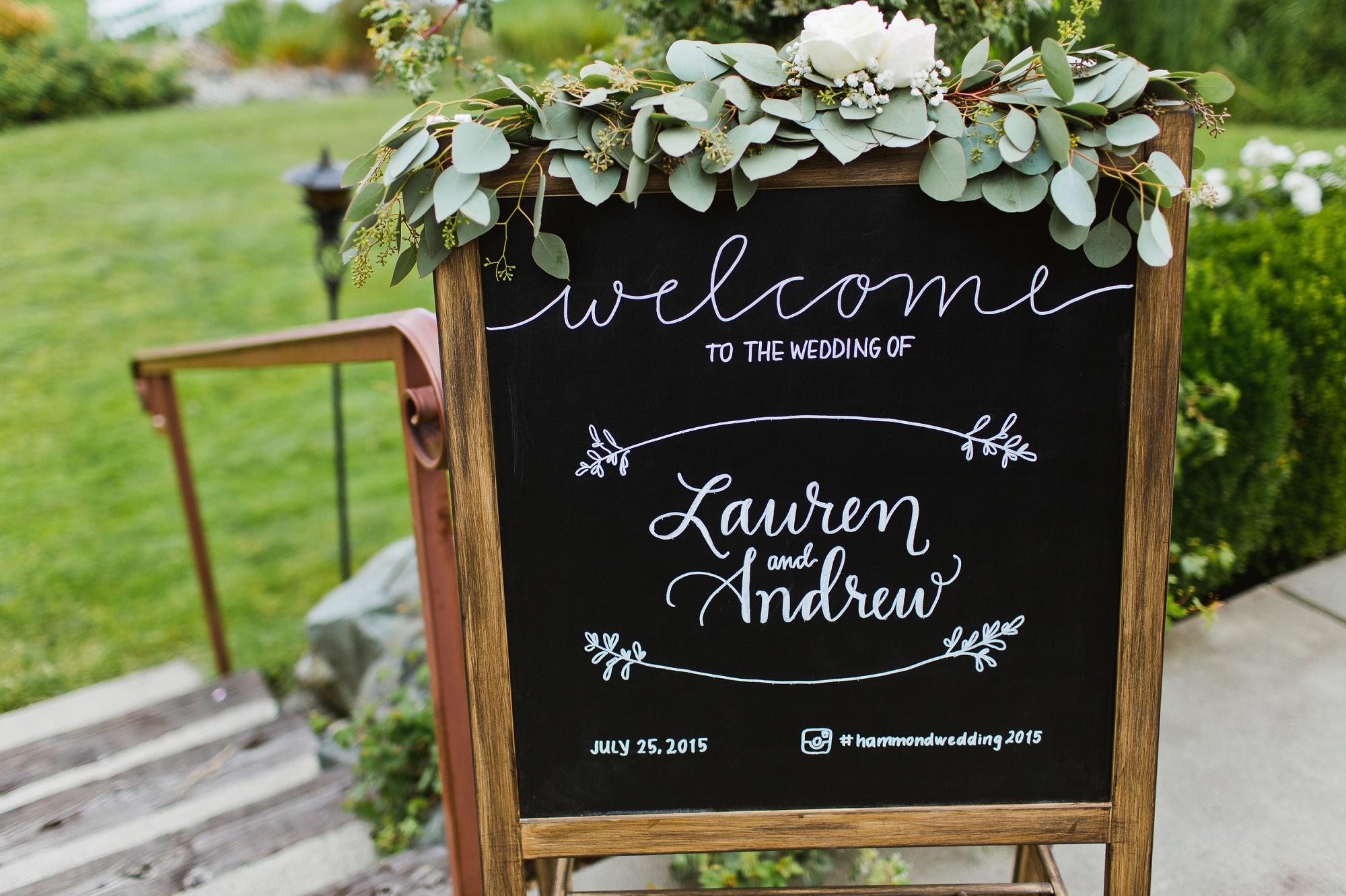 Welkomstbord met sierlijke krijtbord letters