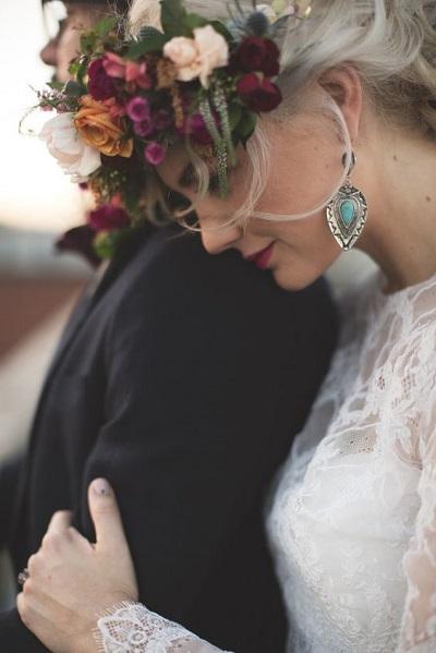 Bruid met blauwe oorbellen