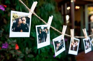 Polaroid foto´s aan een touwtje