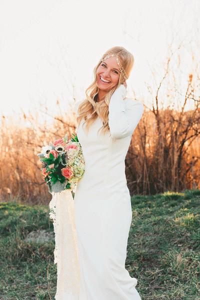 Bruid in trouwjurk met lange mouwen
