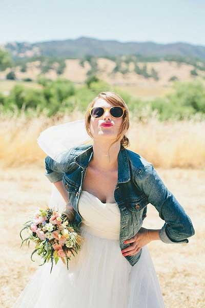 Bruid met spijkerjasje