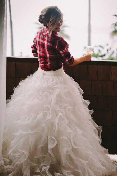 Bruid met houthakkersblouse