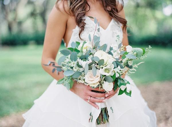 Wit met groen bruidsboeket