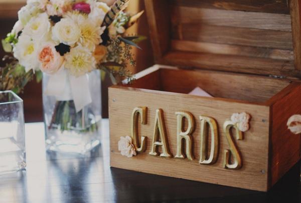 Kaartenbox voor het geld op een bruiloft