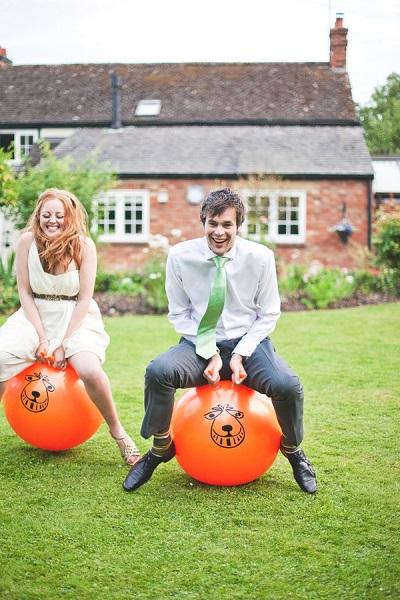 Skippyballenrace op een bruiloft