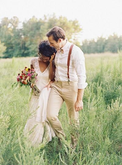 Bruid en bruidegom met bretels
