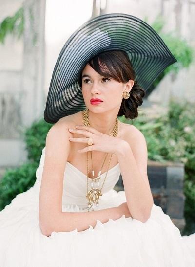 Bruid met zwarte hoed