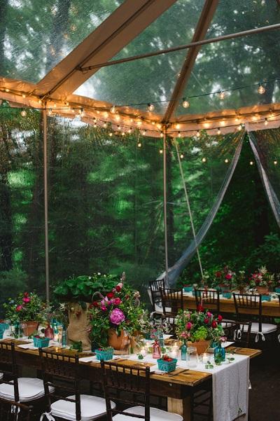 Bruiloft tent in de regen