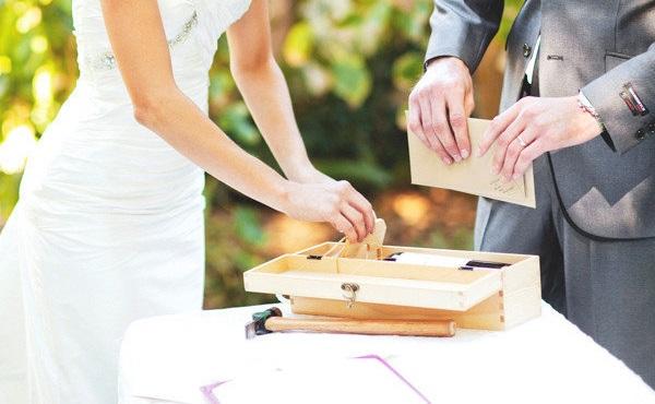 Wijn kistje trouwceremonie