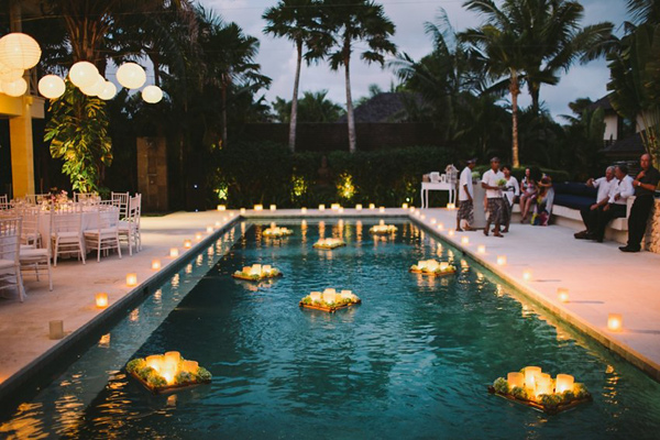 Lichtjes in het zwembad