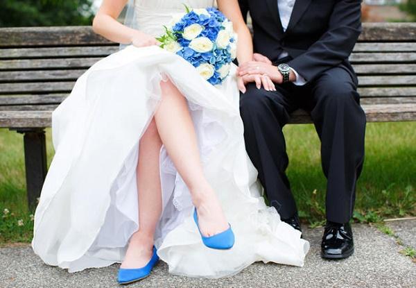 Blauwe platte trouwschoenen