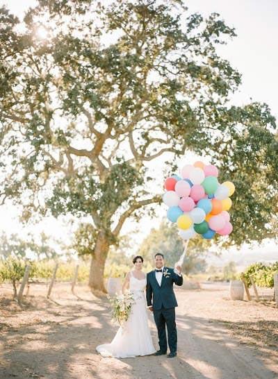 Bruidspaar met ballonnen