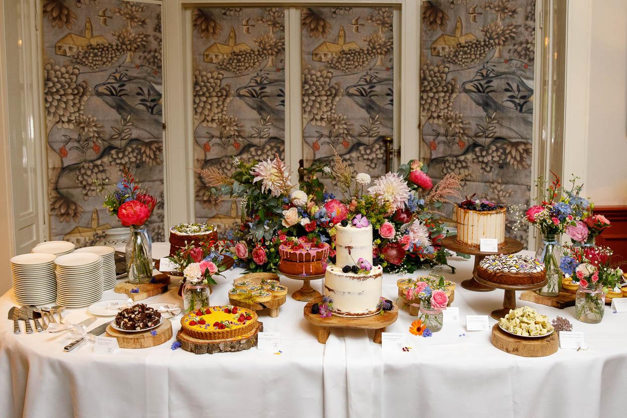 Mini taartjes op een bruiloft