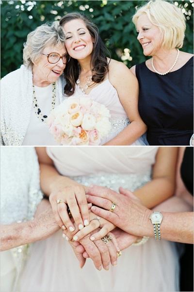 Bruid met moeder en oma