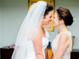 Bruid en moeder