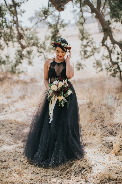 Bruid in zwarte trouwjurk