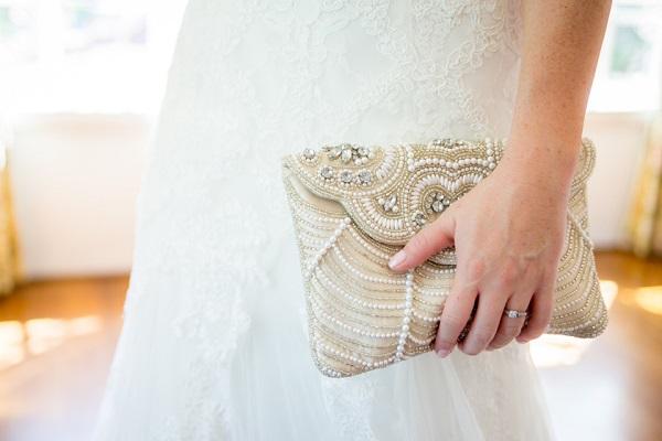 Bruid met clutch