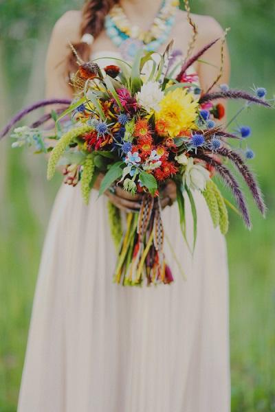 Bruidsboeket van wilde bloemen