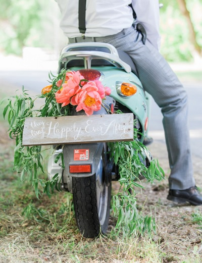 Scooter met bloemen