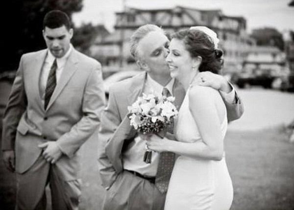 Gênante trouwfoto van bruidegom