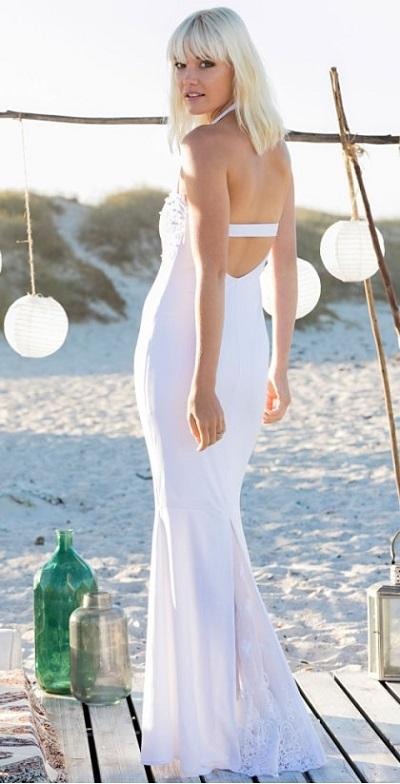 Bruid in goedkope trouwjurk van Bonprix