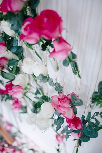 Hangende bloemen roze en wit