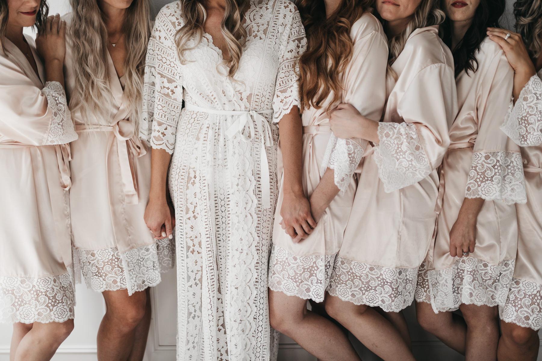 Bruid met haar vriendinnen