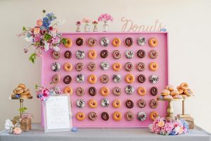 Roze donutmuur