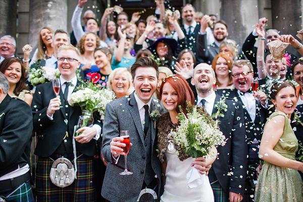Groepsfoto op bruiloft