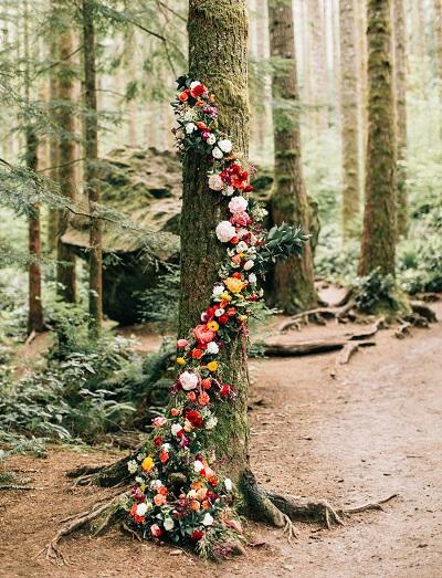 Decoratie bruiloft in het bos