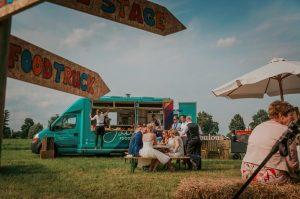 Foodtrucks op festival bruiloft