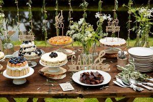 Taartenbuffet op bruiloft