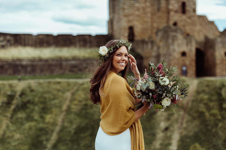 Bruid met gele sjaal