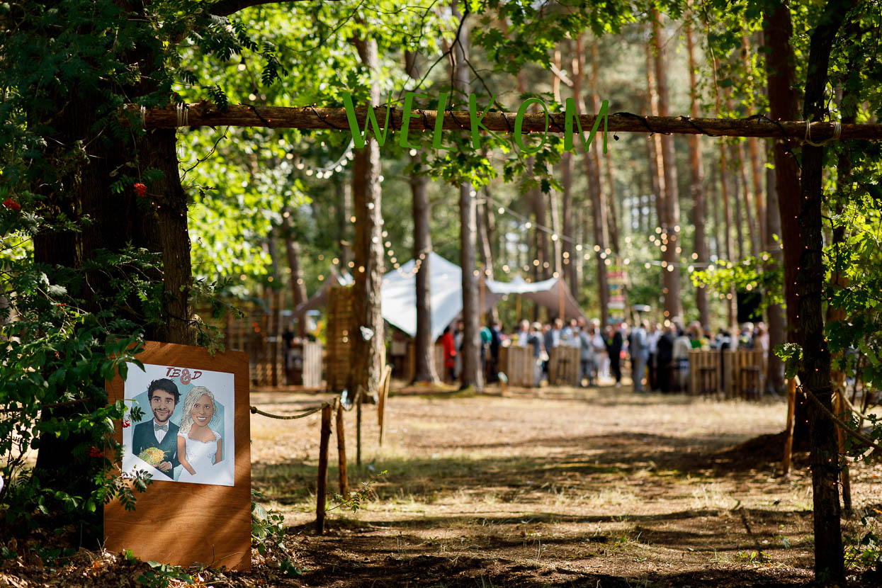 Bruiloft decoratie in het bos