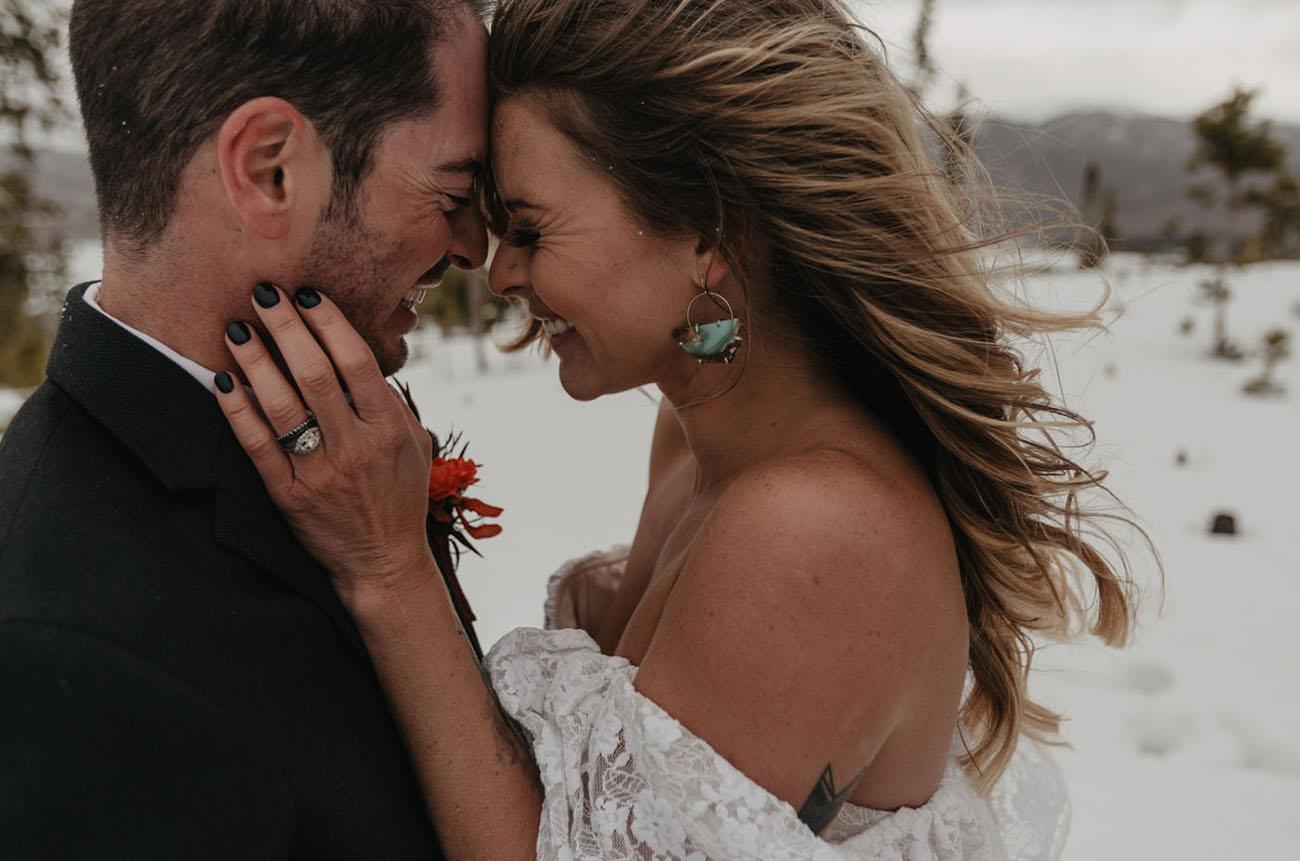 Bruidspaar tijdens de fotoshoot