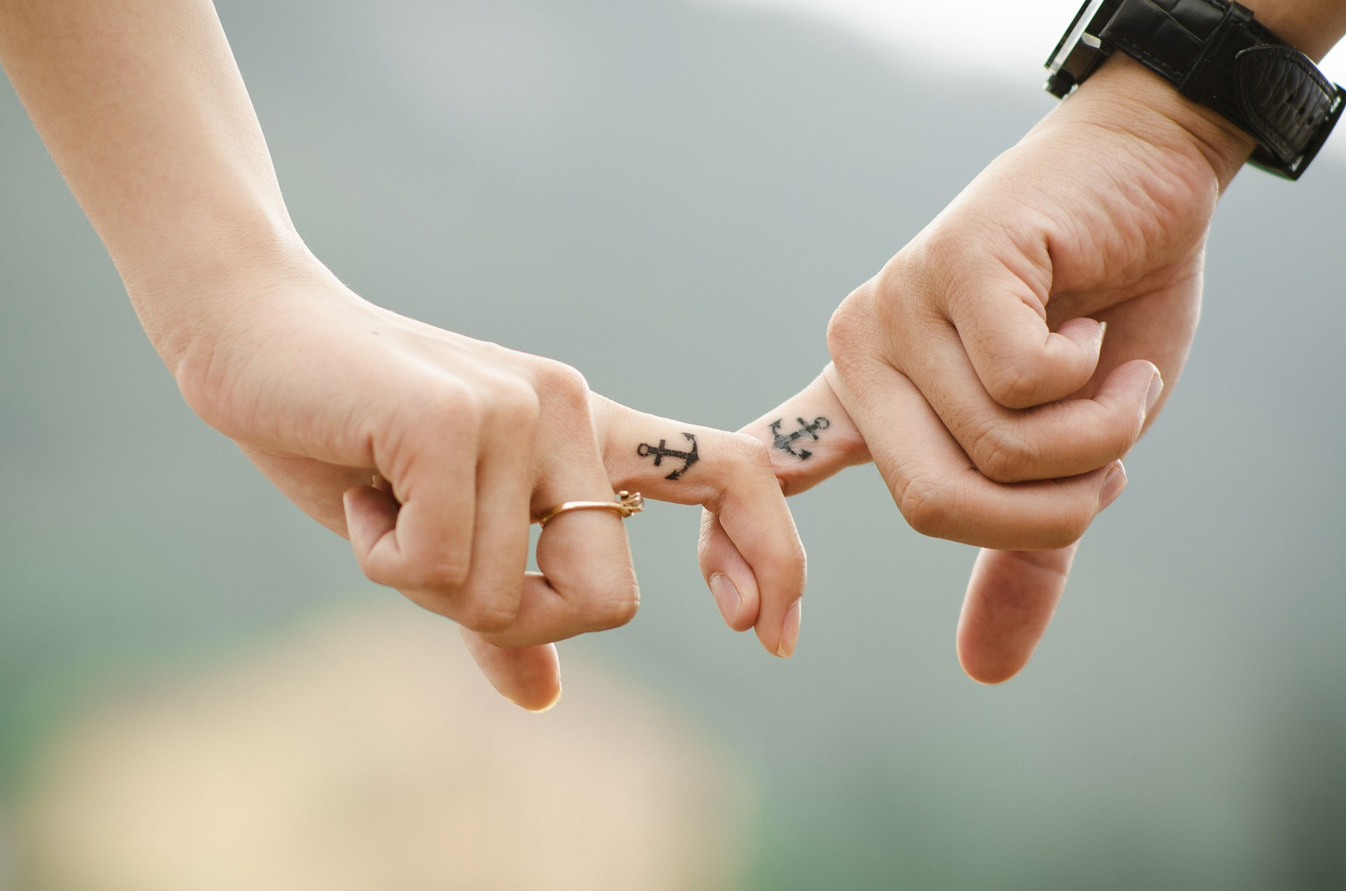 Stel met matchende tatoeages