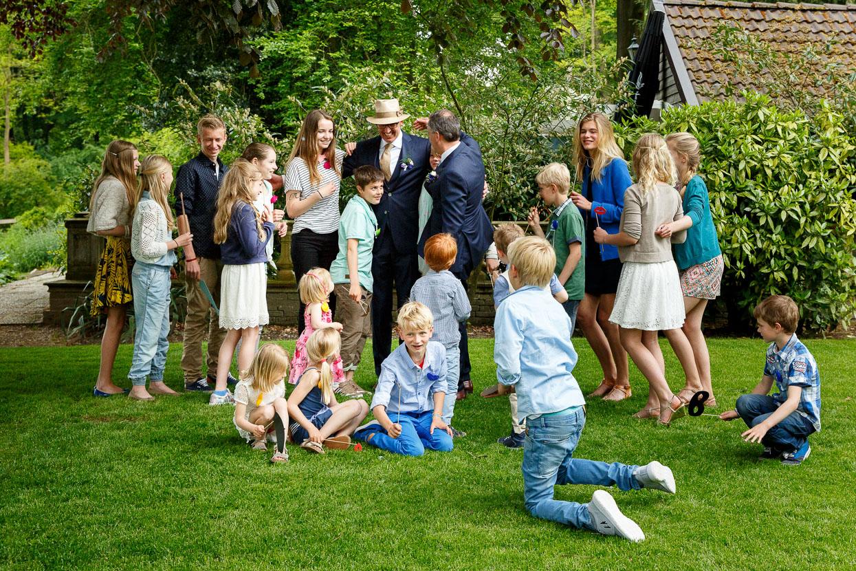 Kinderen op een bruiloft