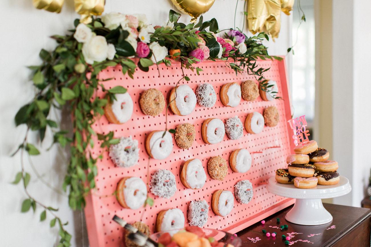Roze donut wall