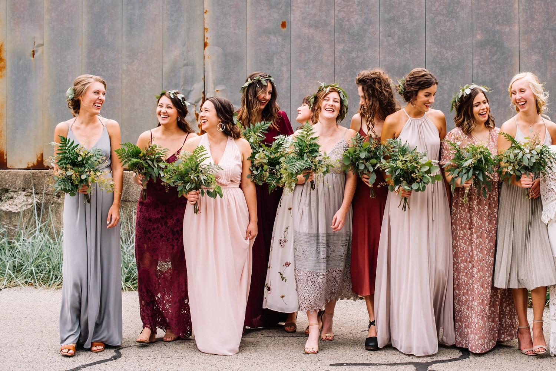 Summer chic bruiloft dresscode