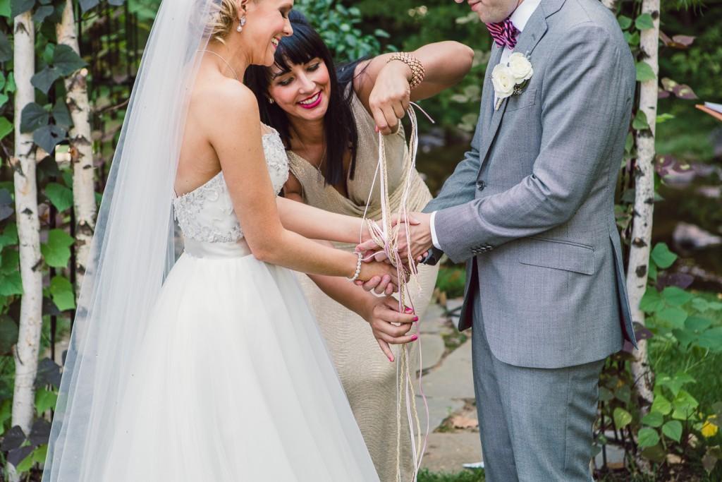 Tie the knot bij bruidspaar